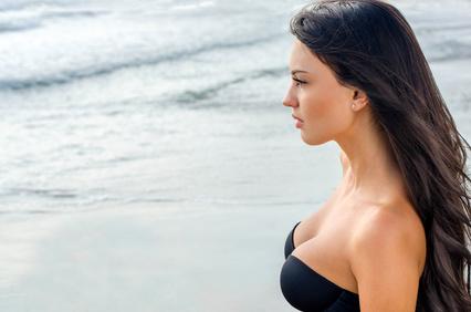 belle fille à la plage